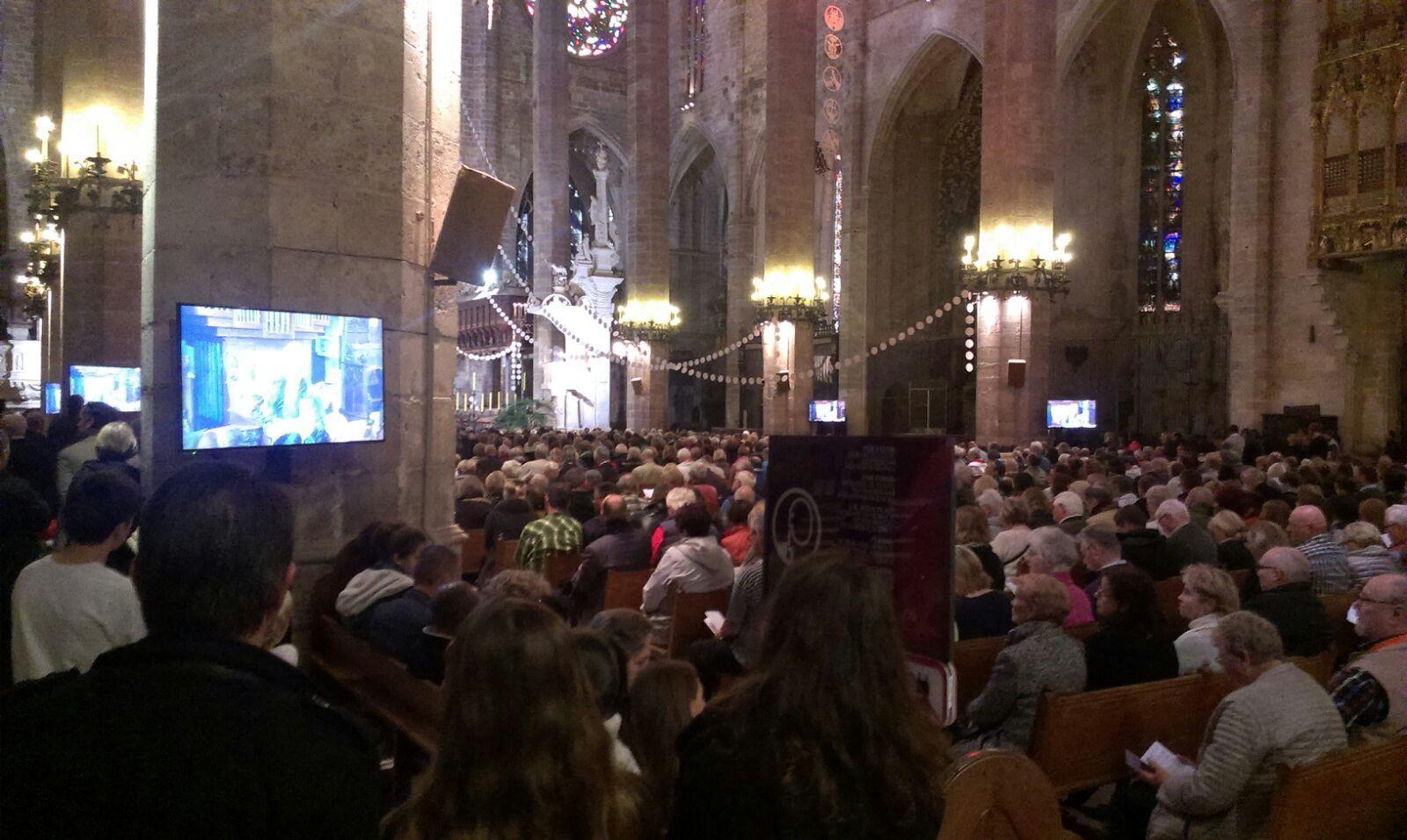 Tausende deutsche bei gottesdienst in palmas kathedrale for Nachrichten magazin