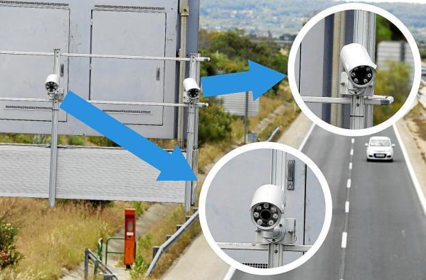 Zwei der neuartigen Überwachungskameras hängen an der Inca-Autobahn.