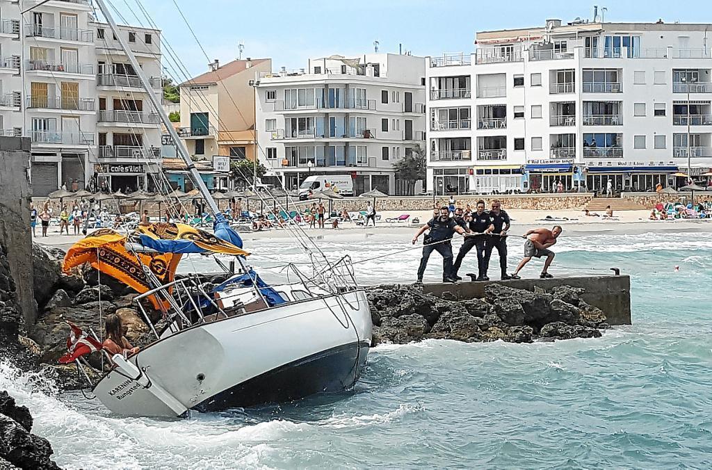 Segelyacht im sturm  Sturm schmettert Segelboot gegen Felsen » Lokales » Nachrichten ...