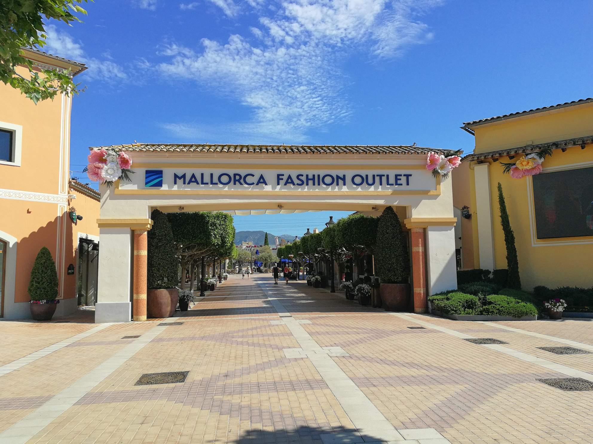 Festival park hei t jetzt mallorca fashion outlet for Designer stuhle outlet
