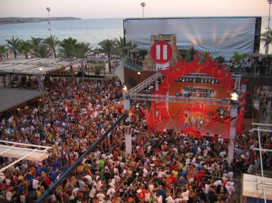 """Im Laufe der Jahre wurden im Mega-Park auch verschiedene TV-Sendungen aufgezeichnet, zum Beispiel die """"Ballermann-Hits"""" für RTL"""